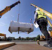 190-Tonnen-Frachtgut in Wiens Hafen verladen