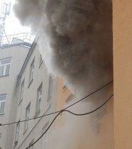 Brand: Bewohnerin sprang aus Fenster