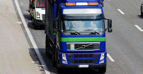 Lkw-Fahrer verletzte Kind und beschädigte mehrere Autos