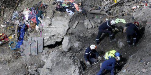 Suche nach Opfern fortgesetzt – Absturz kostet 280 Millionen Euro