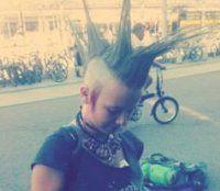Mädchen (12) abgängig - in Punk-Szene vermutet