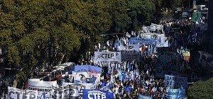 Argentinien: Massenproteste gegen Entlassungen und Inflation
