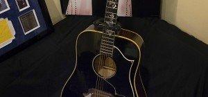 Elvis' Gitarre für knapp 300.000 Euro versteigert
