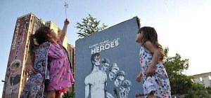Riesige Wandmalerei von David Bowie in Sarajevo enthüllt
