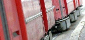 Radfahrer mit Straßenbahn kollidiert: Schwer verletzt