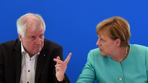 """Seehofer distanziert sich scharf von Merkels """"Wir schaffen das"""""""