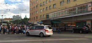 Bombenalarm beim Reumannplatz: Leserreporter beobachtet Polizeieinsatz