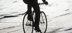 Radfahrer am Gürtel: Zuerst gegen Autotüre, dann auf Fahrbahn von PKW erfasst