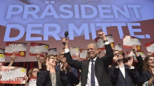 Party: Van der Bellen feierte mit Unterstützern den Wahlerfolg