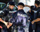 Schreckschusspistole an Stirn gehalten: Tätergruppe nach Raub in der City gefasst