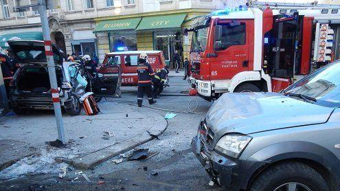 Zusammenstoß dreier Pkws in Wien fordert Schwerverletzten