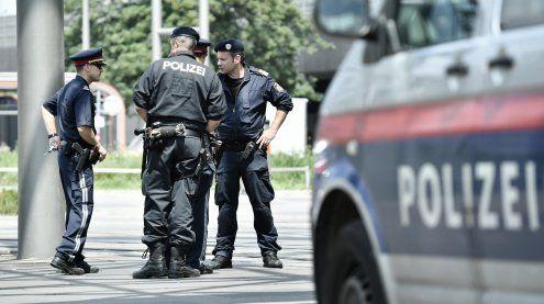 Mann versuchte, einem Polizisten seinen Waffengurt zu entreißen