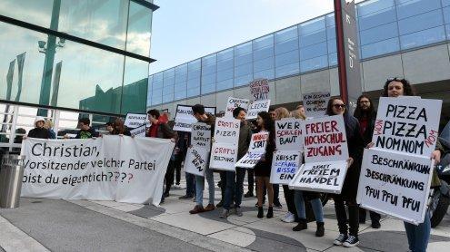 Auftakt für Wiener SPÖ-Parteitag mit Protest gegen Kern und Co.