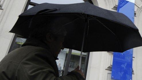 Mordversuch mit Regenschirm