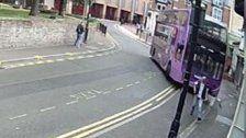 Mann von Bus angefahren - und geht danach ins Pub