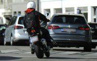 Motorradfahrer (27) prallte gegen PKW: Schwer verletzt