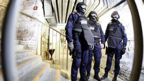 Beim Schlafen gestört: Passanten von Mann mit Gaspistole bedroht