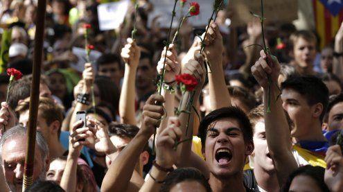 Stimmung kippt: Zehntausende demonstrieren gegen Regierung