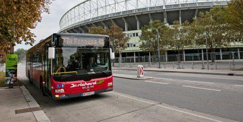 Lkw touchierte einen 77A-Bus bei Rotlicht in Wien: Fünf Verletzte