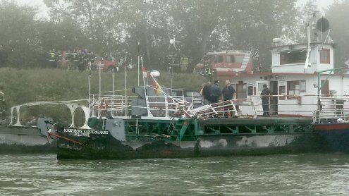 Schubverband rammte Donau-Rollfähre: Schiffsverkehr gesperrt