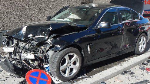 Ehepaar bei Unfall eingeklemmt, drei Schwerverletzte in Favoriten