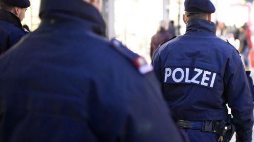 Schuss bei WEGA-Einsatz: Mann attackiert Polizisten mit Messer