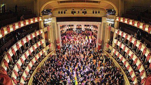 160 Debütantenpaare stellten sich Vortanzen für den Opernball