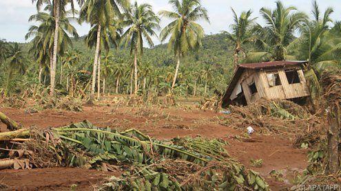 Dutzende Tote durch Erdrutsche nach Sturm auf Philippinen