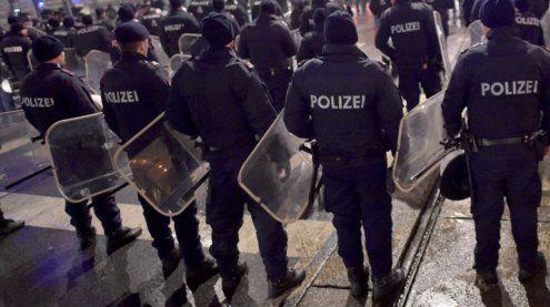 Sechs Demonstrationen gegen Koalition legen Innenstadt lahm
