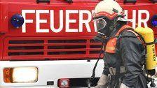 Großbrand: Bis zu 1.000 Autowracks in Flammen