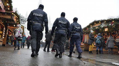 Christkindlmarkt beim Rathaus:Taschendiebe festgenommen