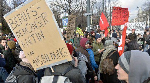 5.500 Menschen demonstrierten in Wien gegen die neue Regierung