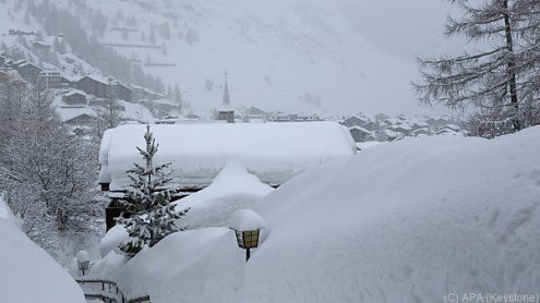 9.000 Urlauber in Schweizer Wintersportort eingeschneit