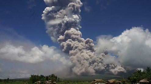 Aktivster Vulkan der Philippinen spuckte riesige Aschewolken