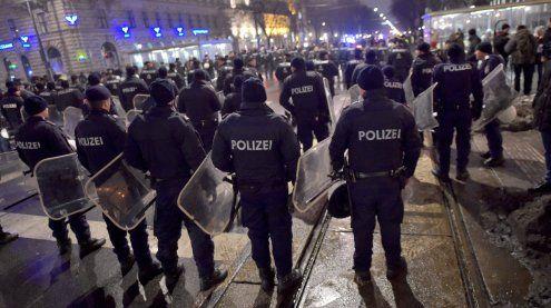 """""""Höhere Gewaltbereitschaft"""" bei Akademikerball-Demo erwartet"""