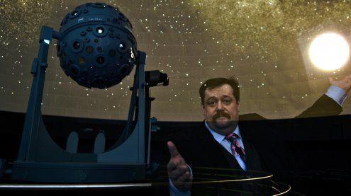 Star-Physiker Gruber führt heute durch Planetarium Wien-Schau
