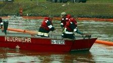 Ölteppich auf der Donau: Ölsperren errichtet