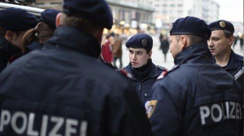 Messerattacke in Wien: Polizei fahndet nach flüchtigem Täter
