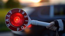 Polizist bei Fahrzeug-Kontrolle attackiert