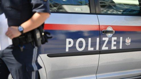 Betrunkener 23-Jähriger kracht in ein Polizeiauto: Polizisten verletzt