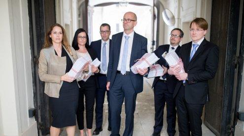 Richter und Anwälte protestieren gegen Einsparungen in der Justiz