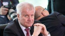 """Seehofer will """"ganze Asylorganisation"""" ändern"""